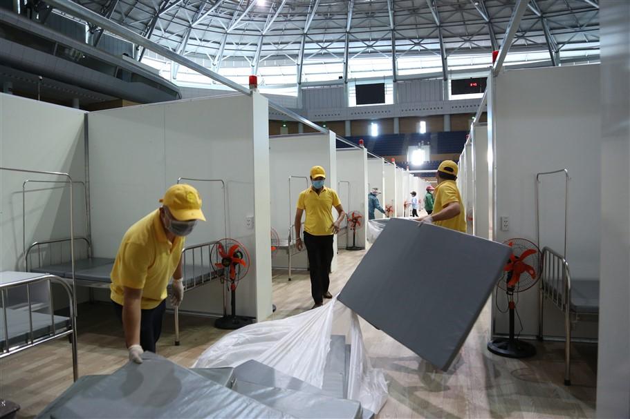 kỹ sư Đoàn Khắc Trung – Trưởng Ban Chiến dịch thi công Bệnh viện dã chiến tại Cung Thể thao Tiên Sơn (Đà Nẵng)