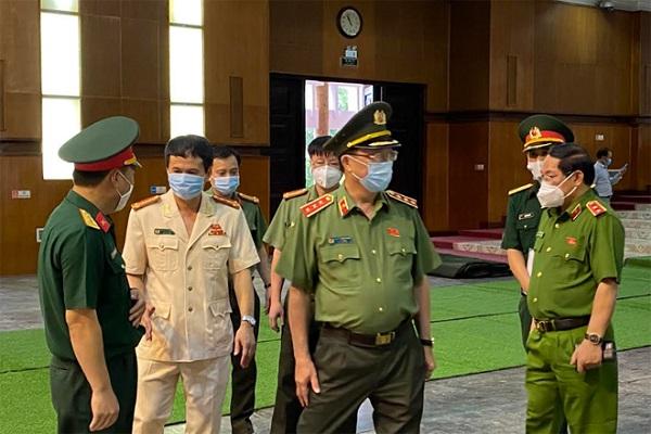 Thứ trưởng Nguyễn Văn Thành kiểm tra công tác ANTT, chuẩn bị lễ Quốc tang đồng chí Lê Khả Phiêu tại Hội trường 25B, thành phố Thanh Hóa.