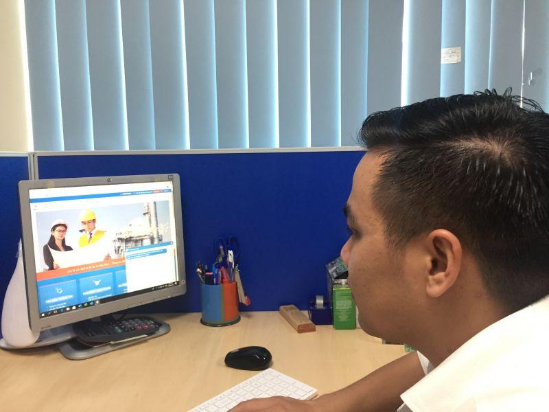 Khách hàng thanh toán trực tuyến tại Website chăm sóc khách hàng của EVNHCMC