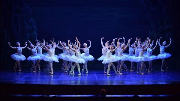 Tạm dừng lưu diễn xuyên Việt vở ballet Hồ Thiên Nga