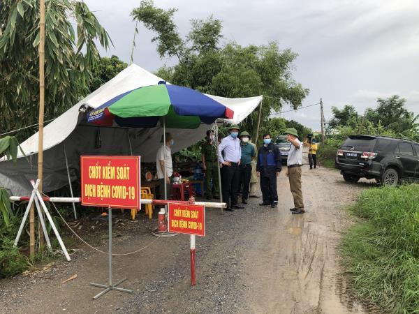 Lãnh đạo UBND huyện An Dương kiểm tra và động viên các chốt kiểm soát dịch bệnh Covid - 19