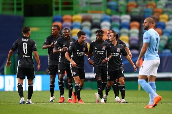 Lyon gây bất ngờ lớn khi loại Man City ở tứ kết