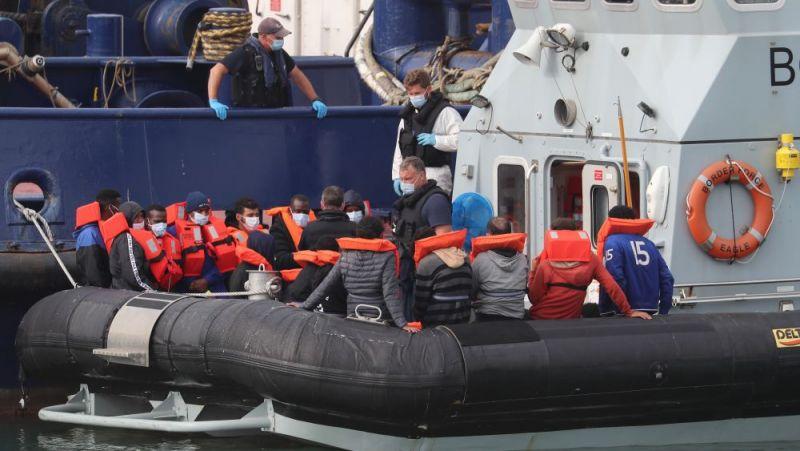 Hơn 1.000 người nhập cư đã tới bờ biển của Anh trong 10 ngày qua sau khi vượt qua Eo biển Manche trên các con thuyền nhỏ. (Nguồn: PA)
