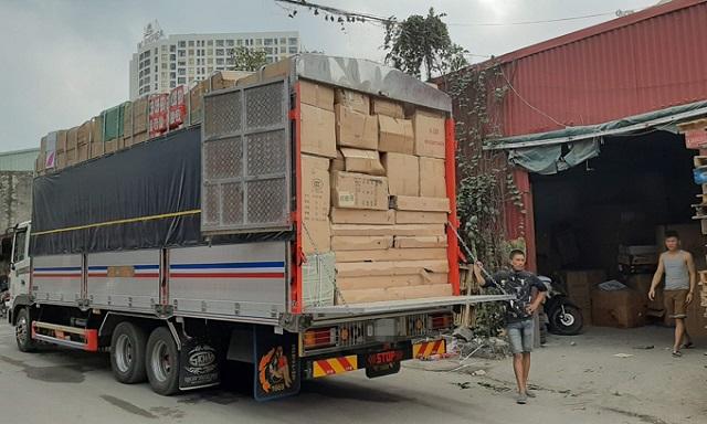 Phát hiện xe tải chở hàng lậu vào TP. HCM
