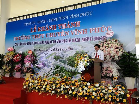 Đại diện ngành giáo dục ông Nguyễn Văn Huyến, Giám đốc Sở GD&ĐT Vĩnh Phúc phát biểu cảm tưởng tại buổi lễ