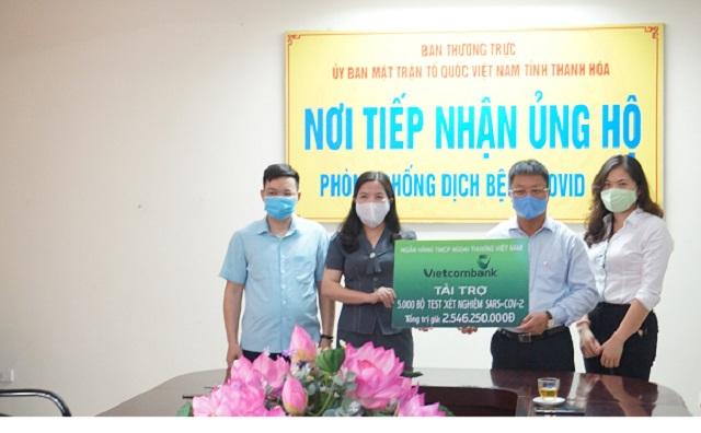 Ngân hàng TMCP Ngoại thương Việt Nam ủng hộ tỉnh Thanh Hóa 5.000 bộ test xét nghiệm SARS-CoV-2