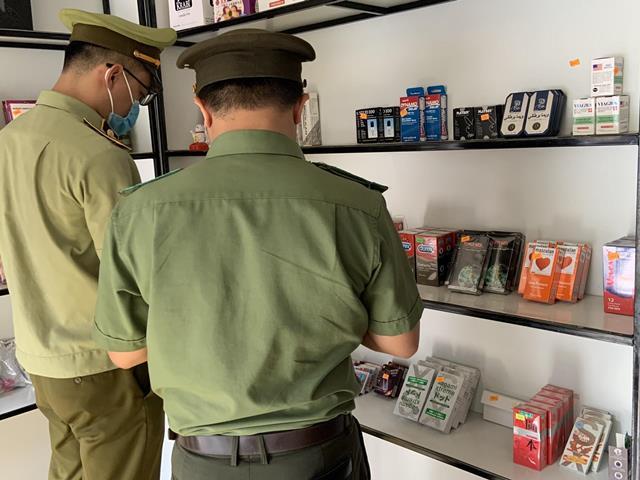 Lực lượng chức năng kiểm tra, xử lý shop