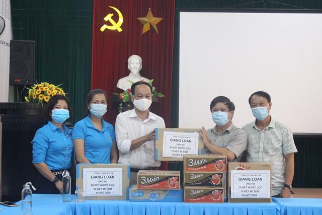 Các nhà tài trợ trao các loại hàng hoá, nhu yếu phẩm phục vụ công tác phòng, chống COVID- 19