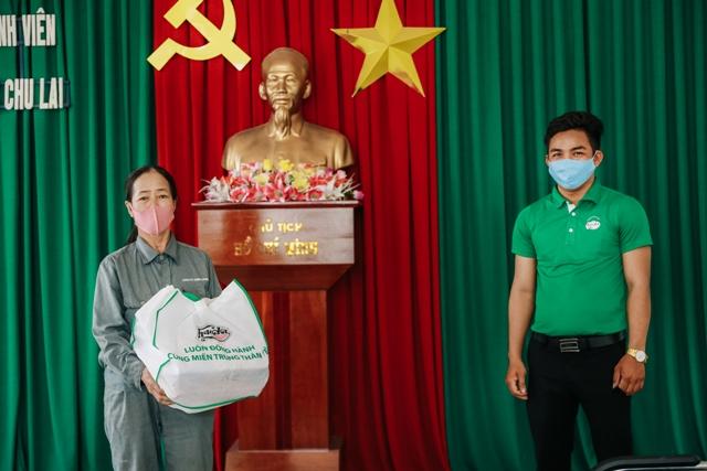 ... quà tặng của HUDA đến với người lao động KCN Bắc Chu Lai (Quảng Nam)