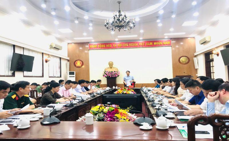 Nguyên  Đ/ C Dương Văn Lượng, Tỉnh ủy viên, Phó Chủ tịch UBND tỉnh phát biểu kết luận Hội nghị  Đánh giá kết quả thực hiện Chương trình MTQG xây dựng NTM 06 tháng đầu năm, triển khai nhiệm vụ 06 tháng cuối năm 2020