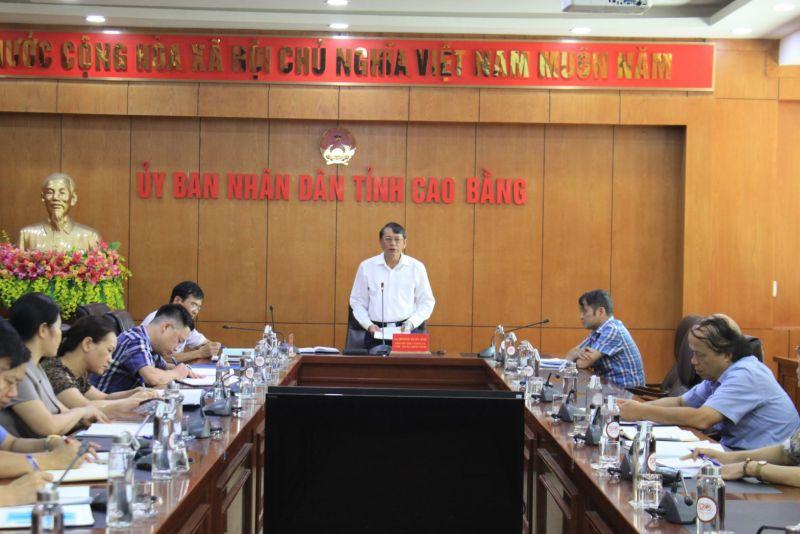 Chủ tịch UBND tỉnh Hoàng Xuân Ánh phát biểu kết luận cuộc họp