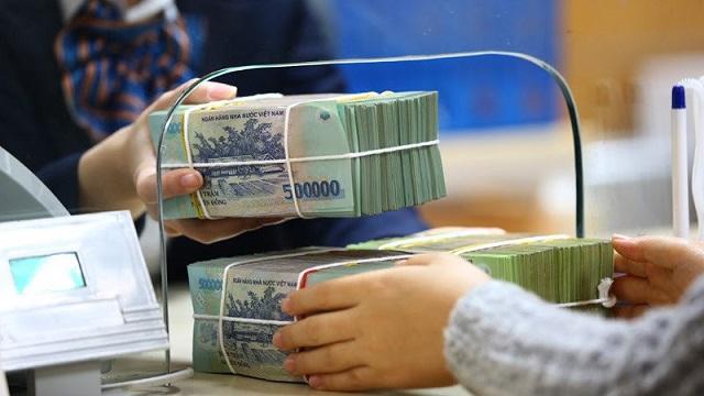 Lãi suất tiết kiệm ngân hàng giảm mạnh