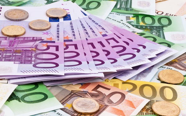Đồng euro tăng vọt lên sát ngưỡng 1 euro đổi 1,2 USD