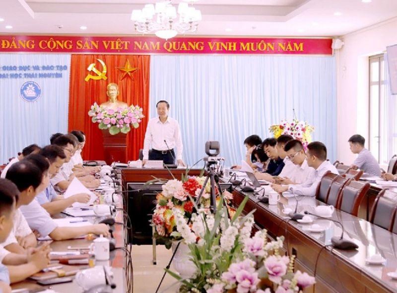 Thứ  trưởng Bộ GD&ĐT Phạm Ngọc Thưởng phát biểu chỉ đạo trong  chương trình làm việc tại ĐHTN