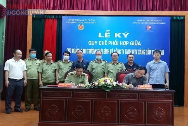 Cục QLTT Thái Bình ký kết Quy chế phối hợp với Công ty TNHH MTV xăng dầu Thái Bình