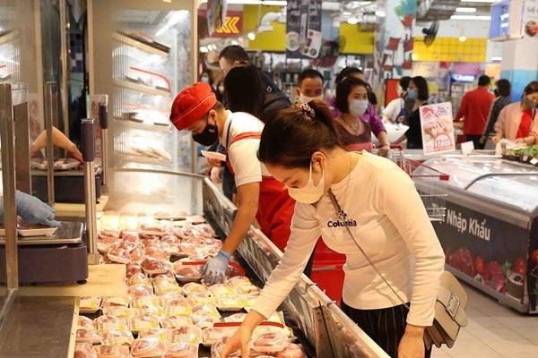 Siêu thị tiếp tục giảm giá thịt heo, thịt gà