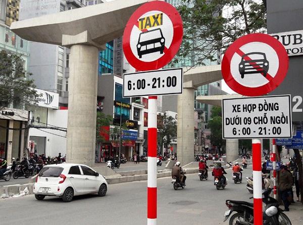 Hà Nội khôi phục lại các biển cấm taxi theo giờ trên một số tuyến phố