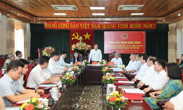 Phó Thủ tướng Trịnh Đình Dũng phát biểu tại buổi làm việc với huyện Tam Dương