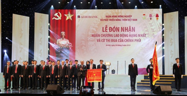 Với những thành tích đạt được, Agribank đã vinh dự được Thủ tướng Chính phủ trao tặng Huân chương Lao động hạng Nhất tháng 3/2018