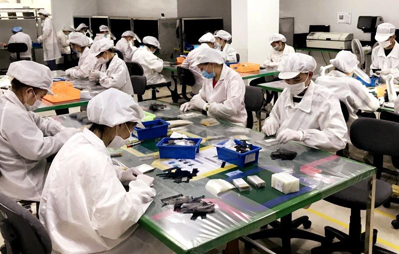 Lắp rắp sản phẩm điện tử tại Khu công nghiệp Điềm Thụy