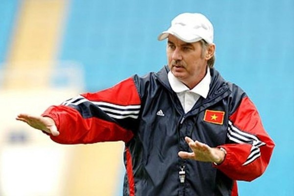 HLV Alfred Riedl là thầy của nhiều thế hệ cầu thủ xuất sắc trong lịch sử bóng đá Việt Nam.