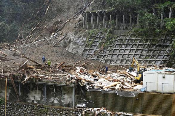 Bốn người mất tích sau khi cơn bão Haishen làm sập văn phòng một công ty xây dựng ở làng Shiiba, tỉnh Miyazaki, trong đó có 2 thực tập sinh người Việt