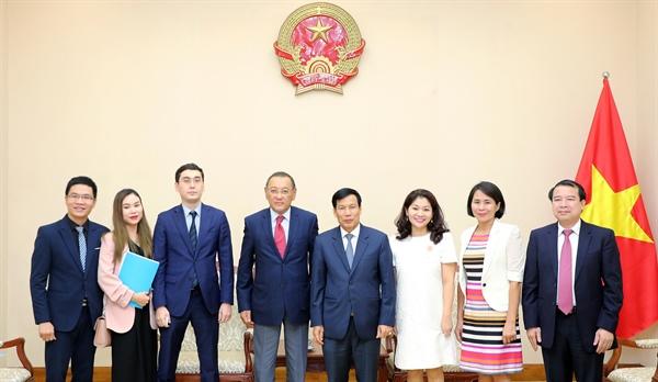 Bộ trưởng Bộ VHTTDL Nguyễn Ngọc Thiện đã có buổi tiếp và làm việc với Đại sứ Kazakhstan Yerlan Baizhanov.
