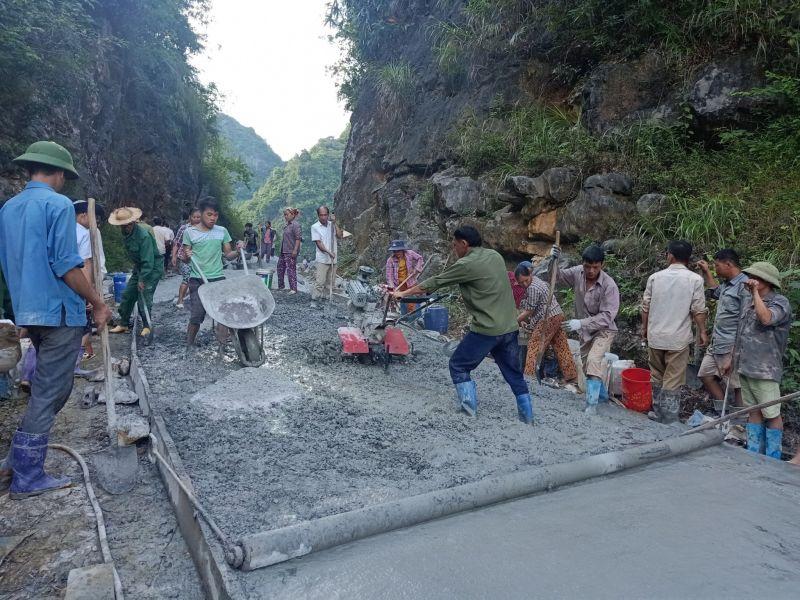 Xây dựng đường bê tong nông thôn tại xã Ngọc Động, huyện Quảng Hòa