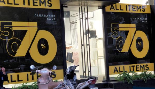 Nhiều cửa hàng thời trang giảm 70% nhưng vấn ế