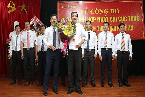 Lễ công bố hợp nhất các Chi cục Thuế các huyện, thị xã thành Chi cục Thuế khu vực