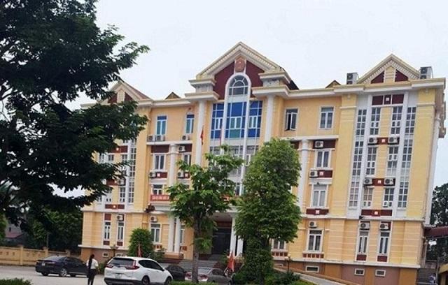 Trụ sở UBND huyện Hậu Lộc, nơi xảy ra vụ việc bắt quả tang Phó chủ tịch UBND huyện Nguyễn Văn Long đang đánh bạc tại phòng làm việc.