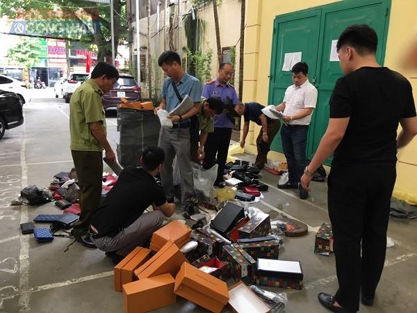 Cục Quản lý thị trường tỉnh Bắc Ninh xử phạt 14.000.000 đồng cửa hàng kinh doanh túi xách giả nhãn hiệu