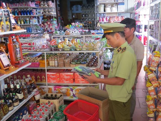 Lực lượng QLTT Quảng Trị tăng cường kiểm tra, kiểm soát thị trường dịp Tết Trung thu năm 2020