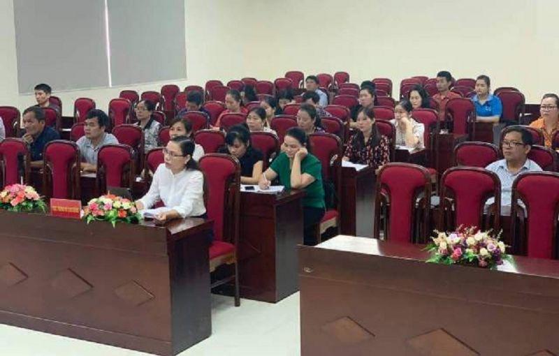 Các đại biểu dự Hội nghị trực tuyến tập huấn đánh giá tác động của dịch Covid-19 đến hoạt động sản xuất, kinh doanh tại điểm cầu Cục Thống kê tỉnh.