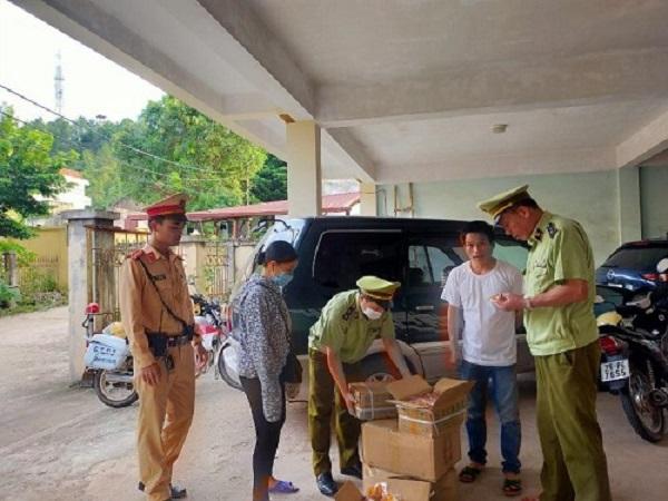 450 túi củ cải ướp cay nhập lậu vừa bị lực lượng QLTT tỉnh Lạng Sơn bắt giữ