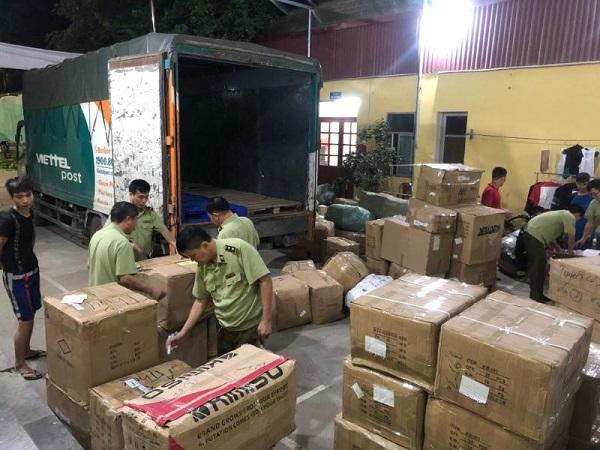 Lực lượng chức năng tỉnh Lạng Sơn kiểm tra hàng hóa vi phạm