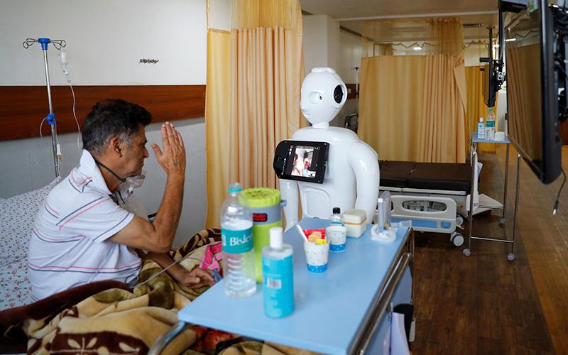 Robot Mitra chủ yếu được sử dụng cho những bệnh nhân không thể liên lạc bằng điện thoại của họ.