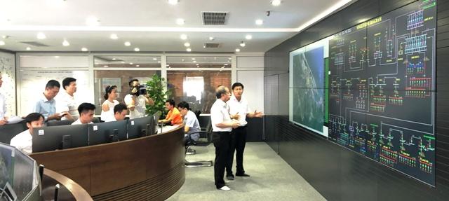 Lãnh đạo tỉnh TT Huế thăm và nghe báo cáo về việc khắc phục hậu quả bão số 5 tại Công ty Điện lực TT Huế