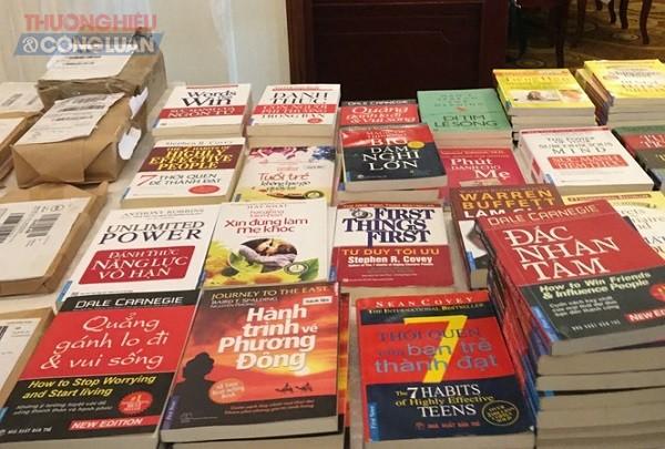 Những cuốn sách giả được First News - Trí Việt mua để lập vi bằng vi phạm.