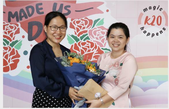 TS. Hà Thị Thanh Hương (trái) trong ngày nhận nhiệm vụ trưởng bộ môn kỹ thuật mô và y học tái tạo