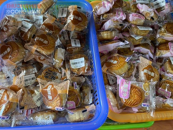 """Thị trường bánh trung thu phong phú từ """"rởm"""" đến """"sịn"""" có đủ"""