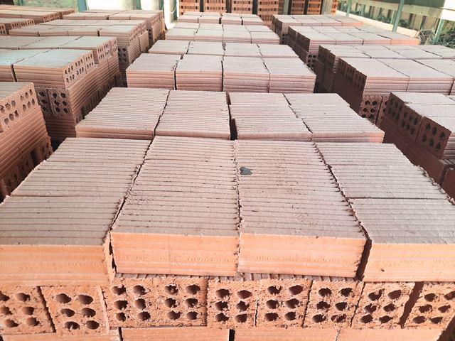 Sản phẩm gạch ra lò rất chất lượng, đã tạo nên thương hiệu cho Hợp tác xã CN- TTCN Đại Hiệp, được người tiêu dùng tin tưởng cao