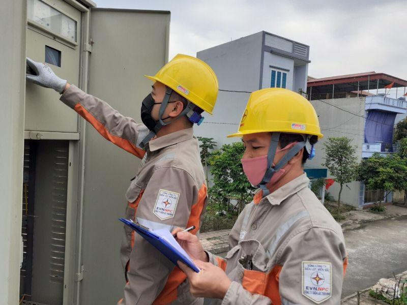 Điện lực Thành Phố Thái Bình kiểm tra hệ thống điện cấp cho nhà Văn hóa lao động
