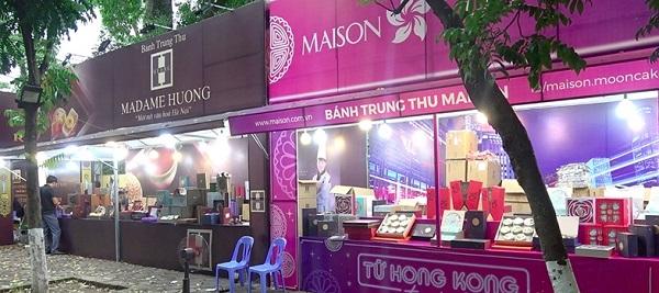 Điểm bán bánh Trung thu trên phố Phan Đình Phùng thưa vắng khách (Ảnh Công Thương)