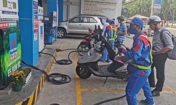 Giá xăng có thể giảm xuống 14.000 đồng/lít vào ngày mai (26/9)