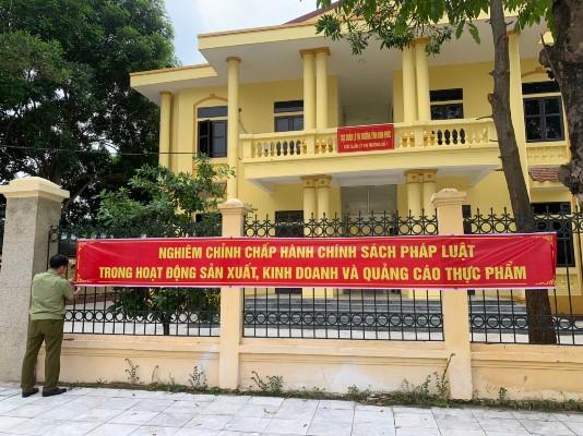 Treo băng rôn tuyên truyền tại Cục quản lý thị trường tỉnh Vĩnh Phúc