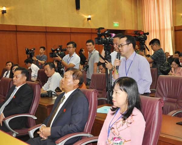 Các  nhà báo, phóng viên tác nghiệp tại buổi họp báo