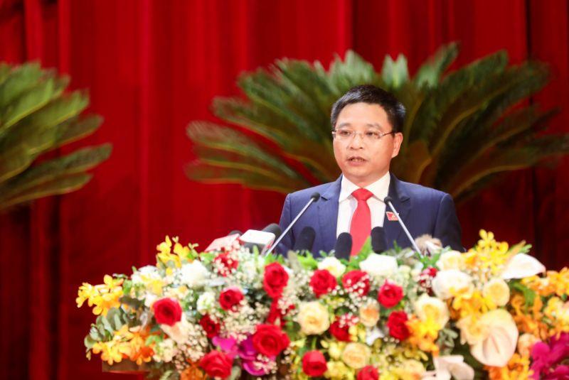 Ông Nguyễn Văn Thắng, Phó Bí thư Tỉnh ủy khoá XIV, Chủ tịch UBND tỉnh, trình bày diễn văn khai mạc Đại hội.