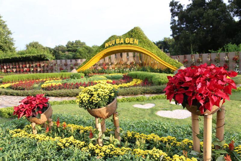 Trung thu năm nay, nhiều điểm đến đầu tư, tổ chức các sự kiện đêm hội trăng rằm khá hấp dẫn, đặc biệt là một số điểm ở Tây Ninh, Phú Quốc…