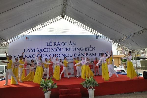 Các tiết mục ca múa nhạc chào mừng đại biểu về dự lễ